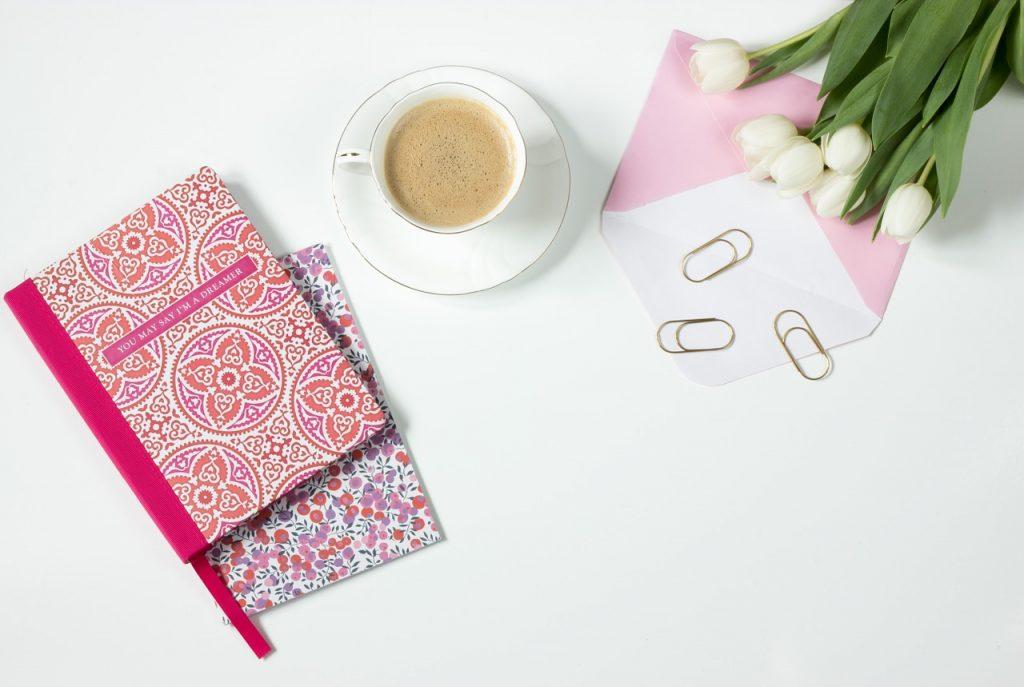 Hintegrundbild Notizbuch und Kaffee