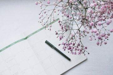 Kalender Stift und Blüte